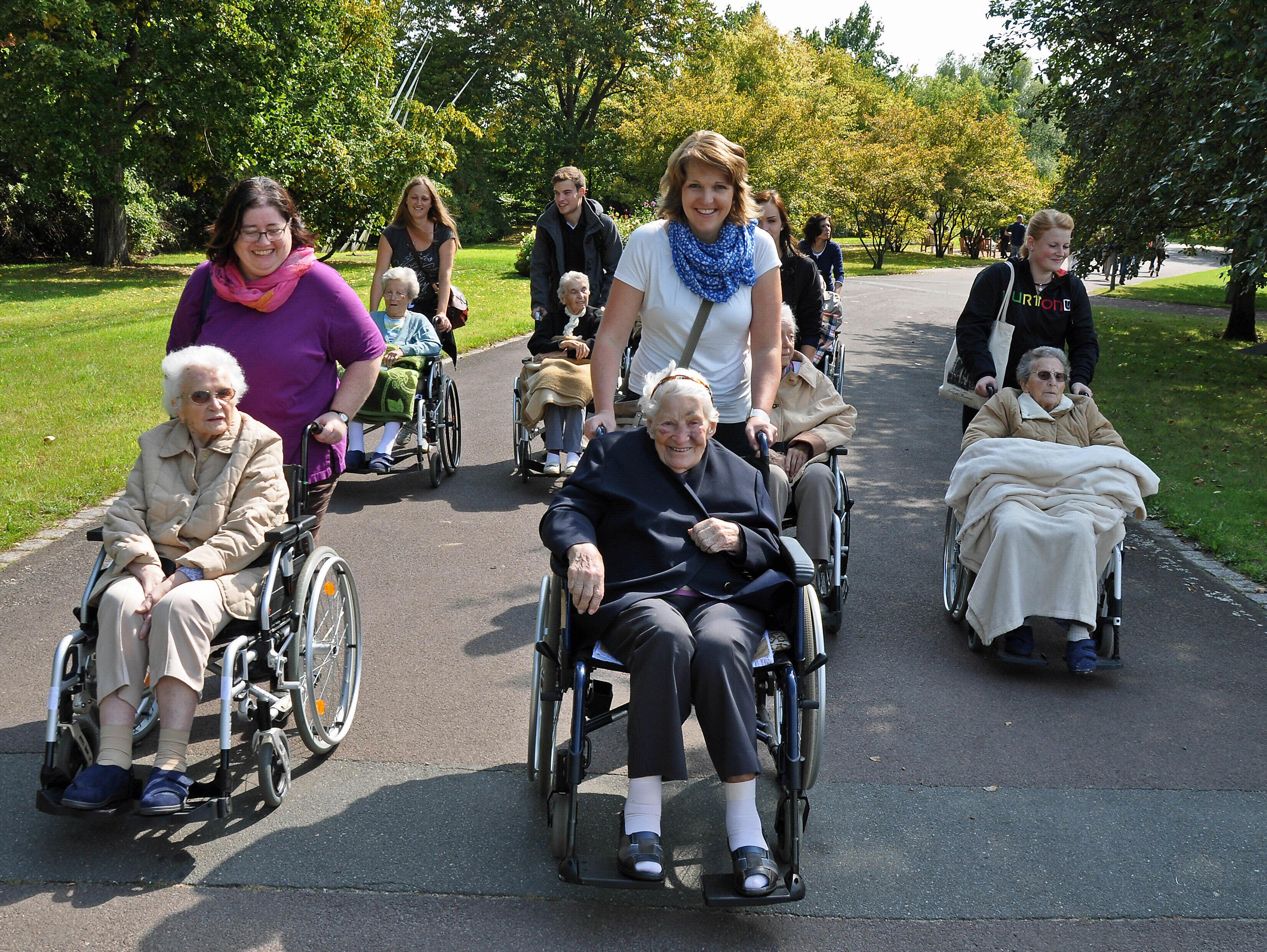 Betriebsausflug Ideen: Ausflug mit Senioren in einen Park