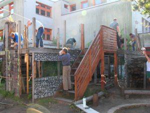 Ordentliches Teamevent mit Bauen und Aufräumen