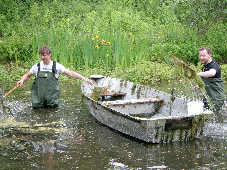Tier- und Umweltschutz Unternehmen: Säuberungseinsatz im Teich
