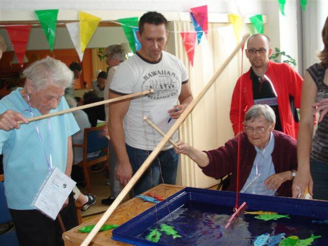 Die soziale Betriebsfeier im Seniorenheim.