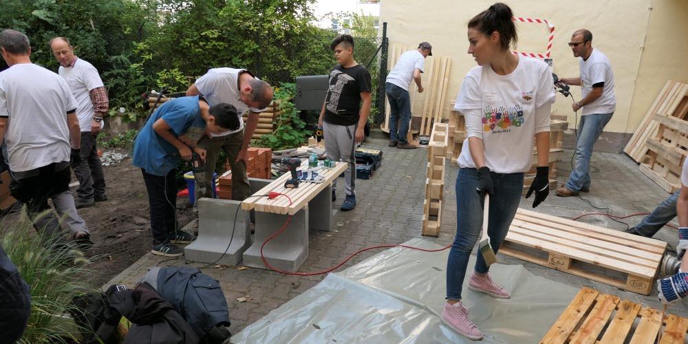 Führungskräftetreffen DB Palettenmöbel bauen